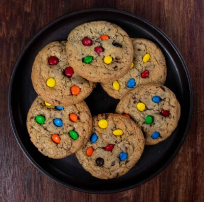 Chewy chocolate chips cookie con m&ms