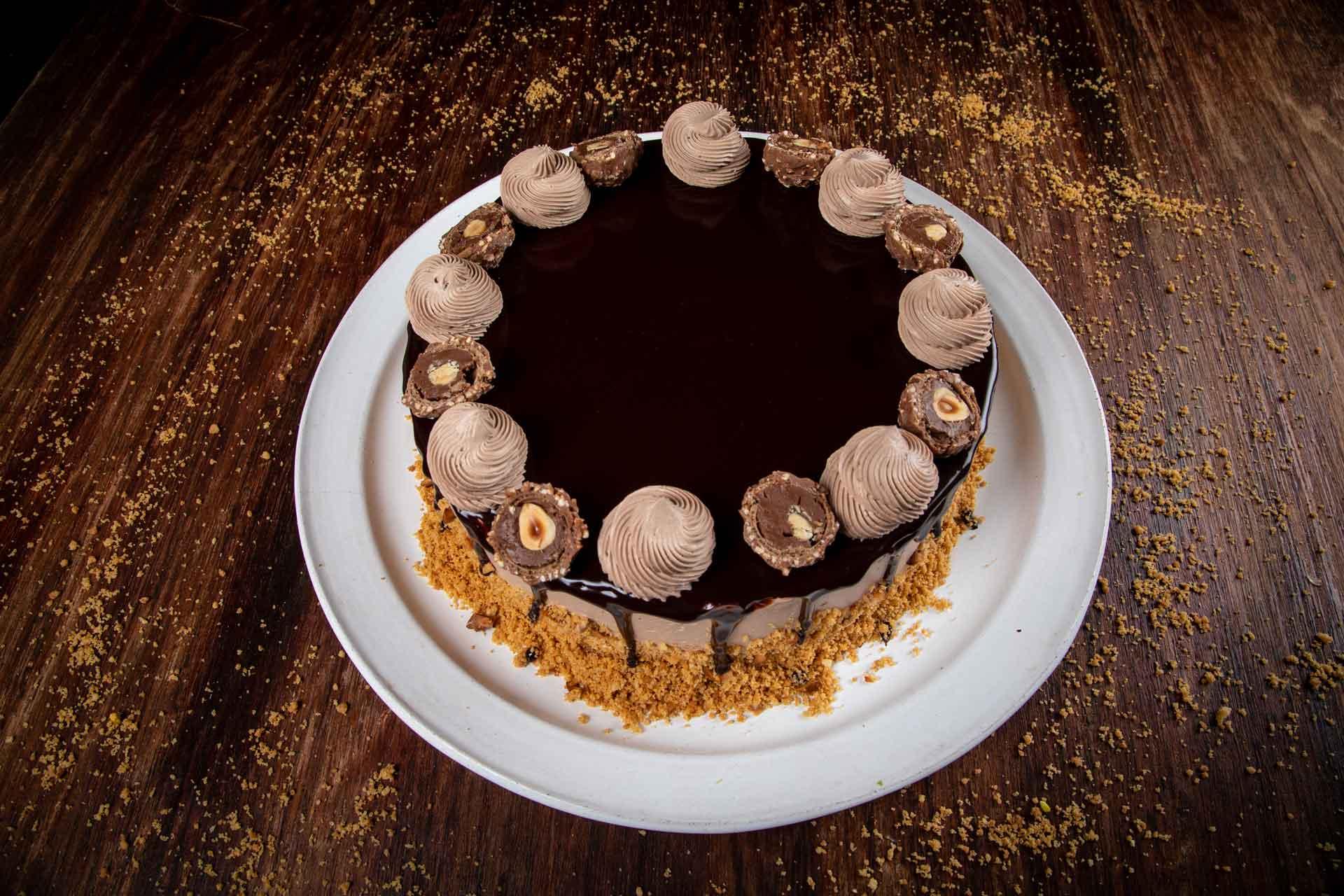 Torta Ferrero Rocher Cake