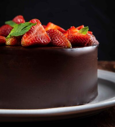 Torta de Chocolate Strawberry Cake